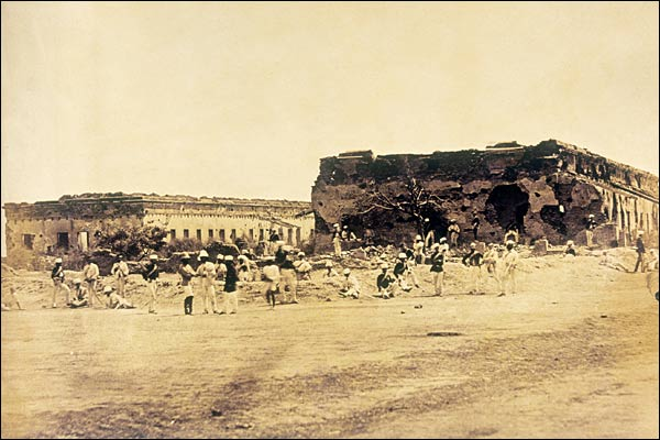 Major General Sir Hugh Wheeler's Entrenchment in Cawnpore where the British held against the seige for 3 weeks in 1857, photo by Felice Beato, 1858.