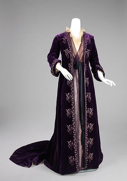 1905 silk house of worth tea gown image 1 via met museum