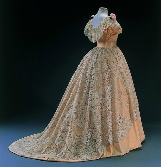 1854 musc3a9e du costume et de la dentelle dentelles de