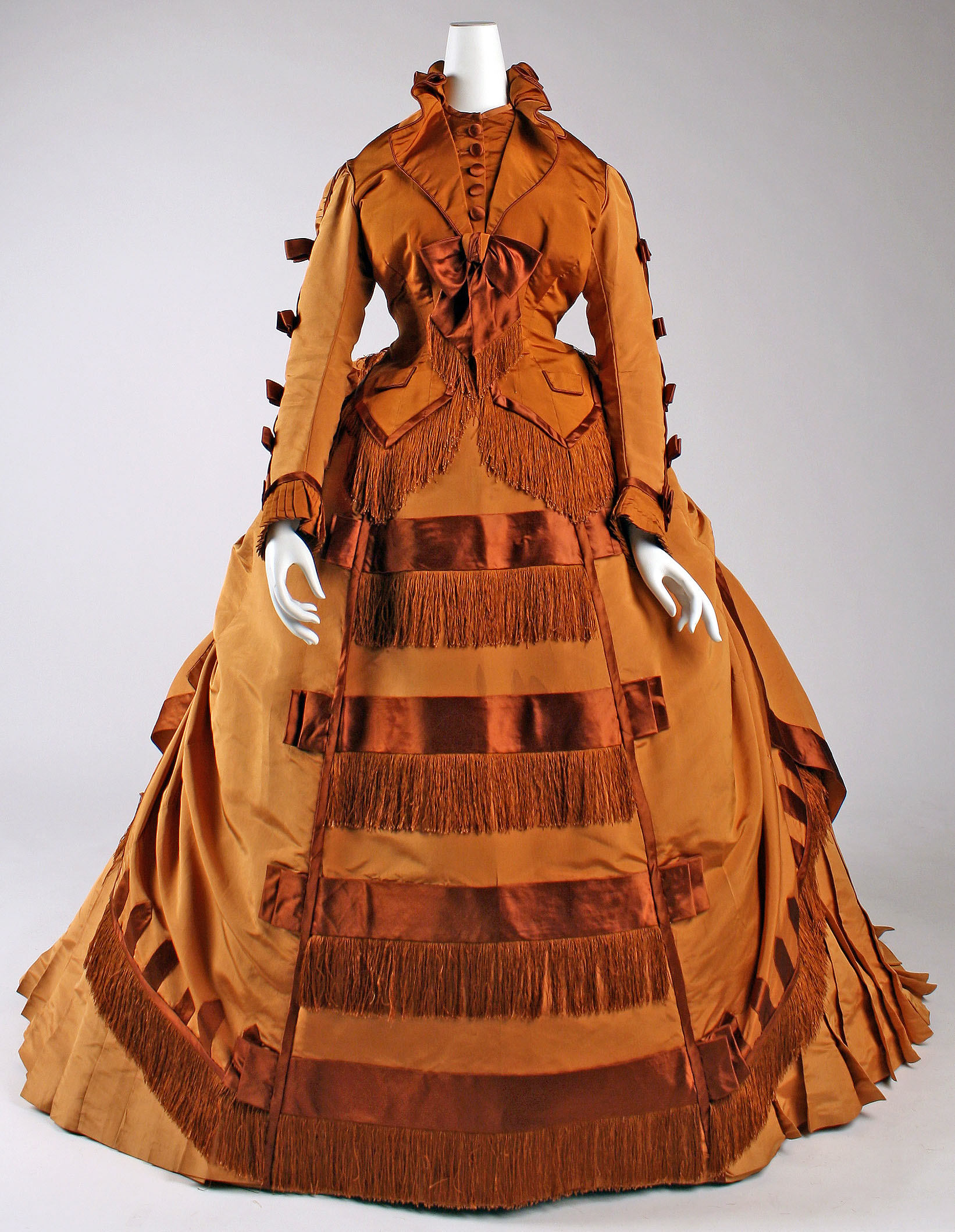 1867e2809371 depret french silk gown 1 via met museum