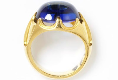 1850 sapphire and gold ring via victoria and albert museum1