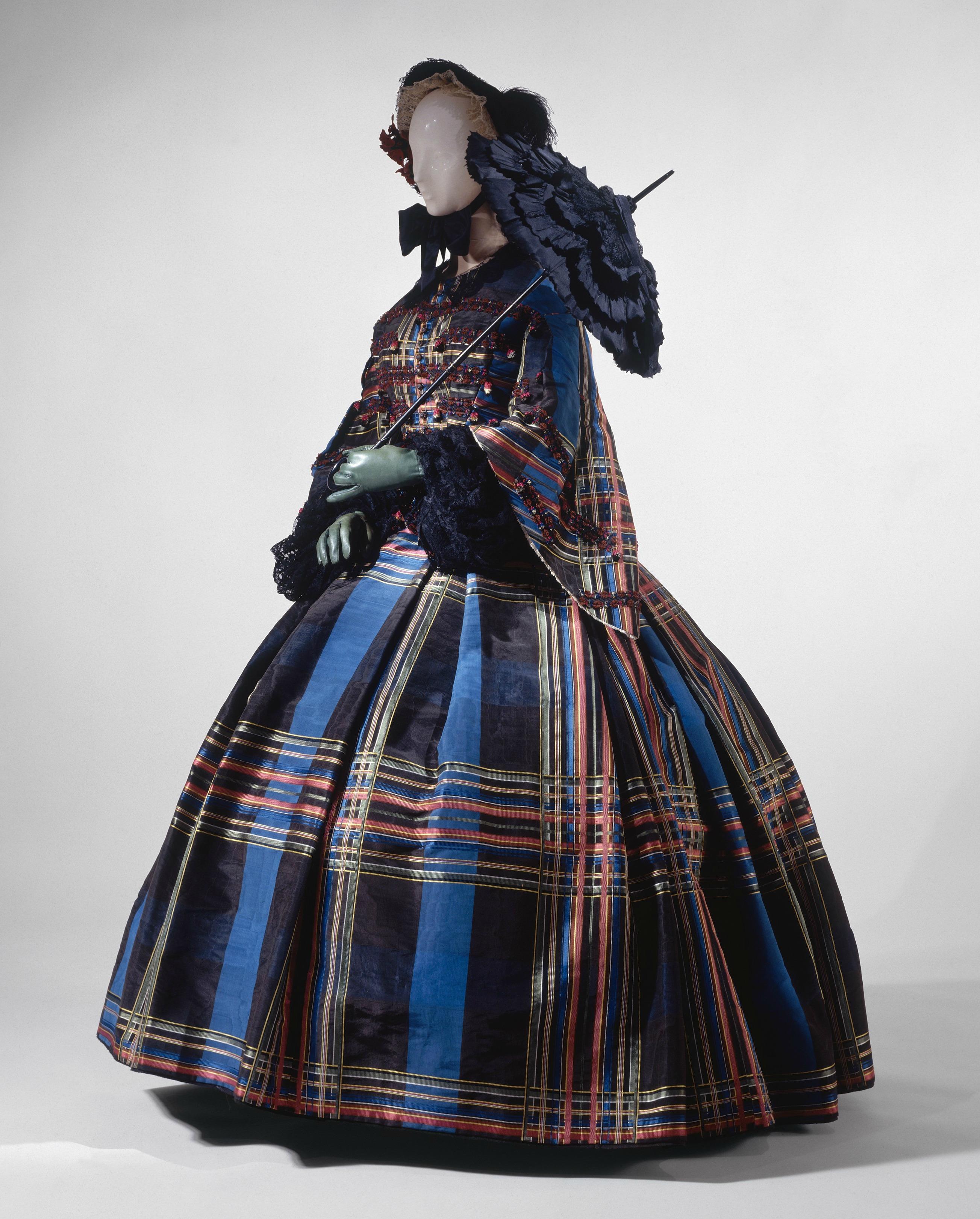 1857 european silk dress via met museum1